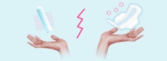 Εικόνα δύο χεριών με ένα ταμπόν στο αριστερό και μια σερβιέτα στο δεξί. Η εικόνα παρουσιάζει τα οφέλη αυτών των προστατευτικών προϊόντων.
